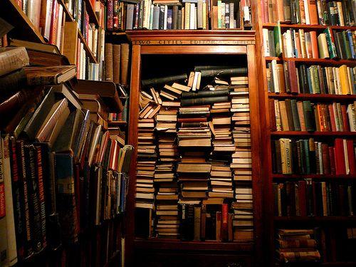 decc30d8eb9d En gång jobbade jag hos en av Göteborgs bättre bokhandlare. Det skulle vara  någon månad men det blev fem år, diverse sommarjobb och tvivelaktig ...